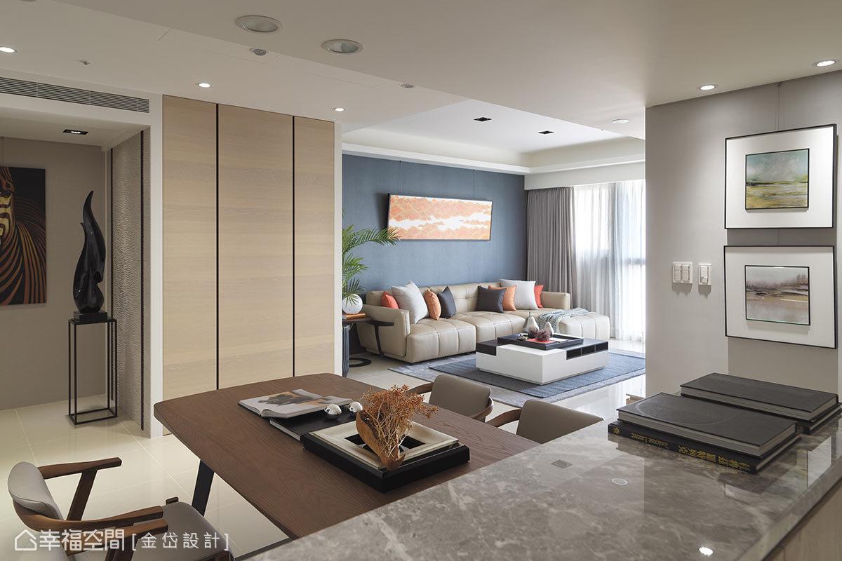在玄關區與客廳間規劃儲藏室,並以三面牆的方式呈現,讓機能與美感上都能完美兼顧。