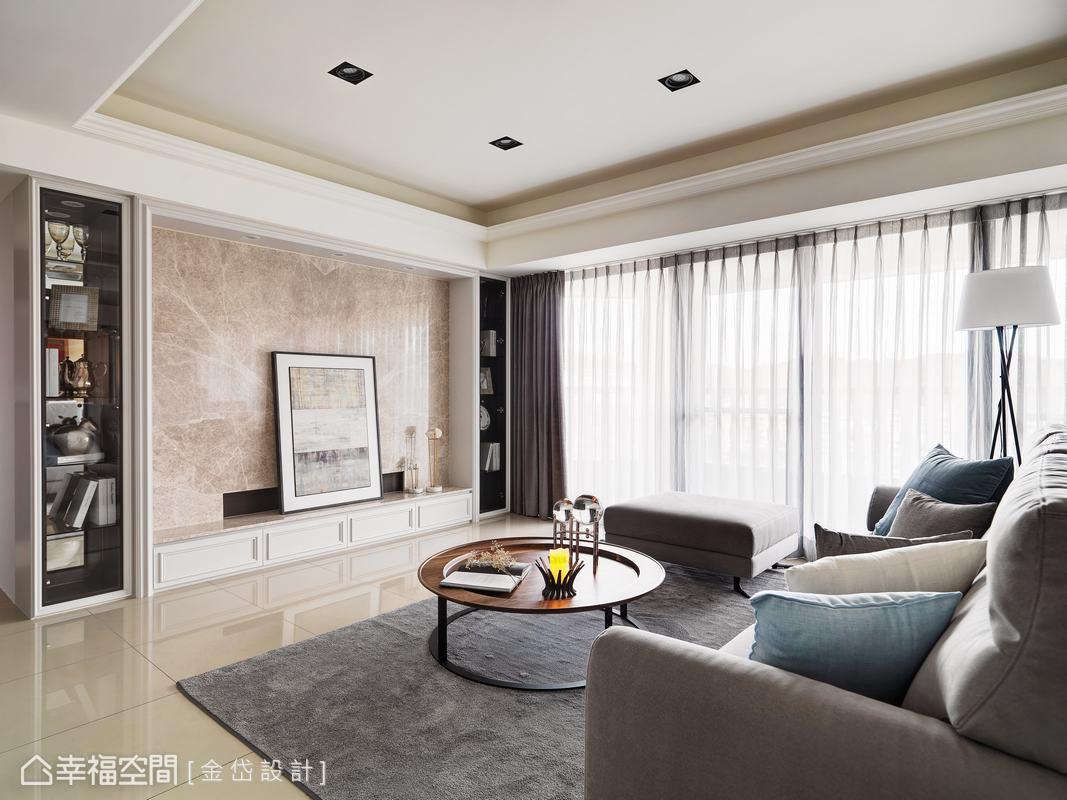 以奶油白色為主要色調,混搭簡單的古典線板造型,以及具有現代風格的軟件,營造淡雅簡約的居家氛圍。