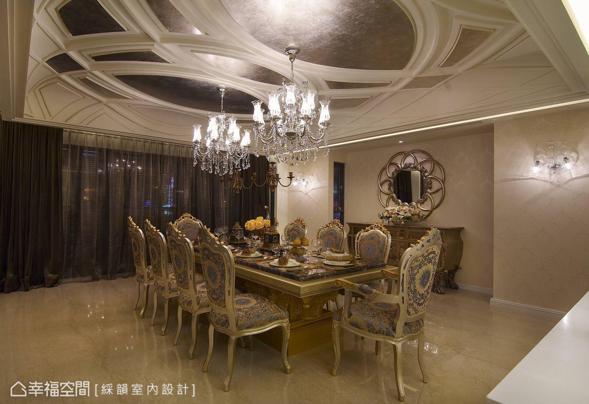 天花板宛若水面波紋交錯,結合柔性的弧線與動態效果,奢華中亦適度留白餘裕來平衡比重。
