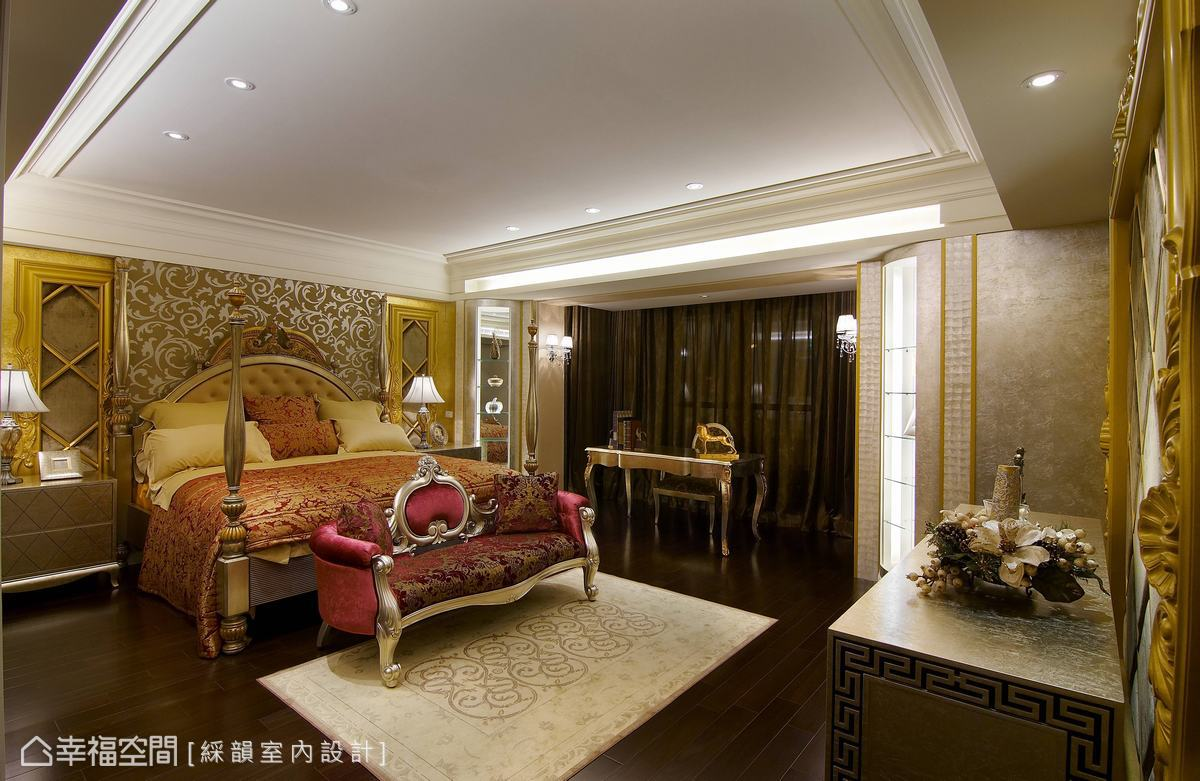 私人空間皆鋪設舒適的木地板,接續公共空間所點綴的金色為基礎,床頭造型、軟件裝飾,都精細勾勒出專屬於貴族的識別。