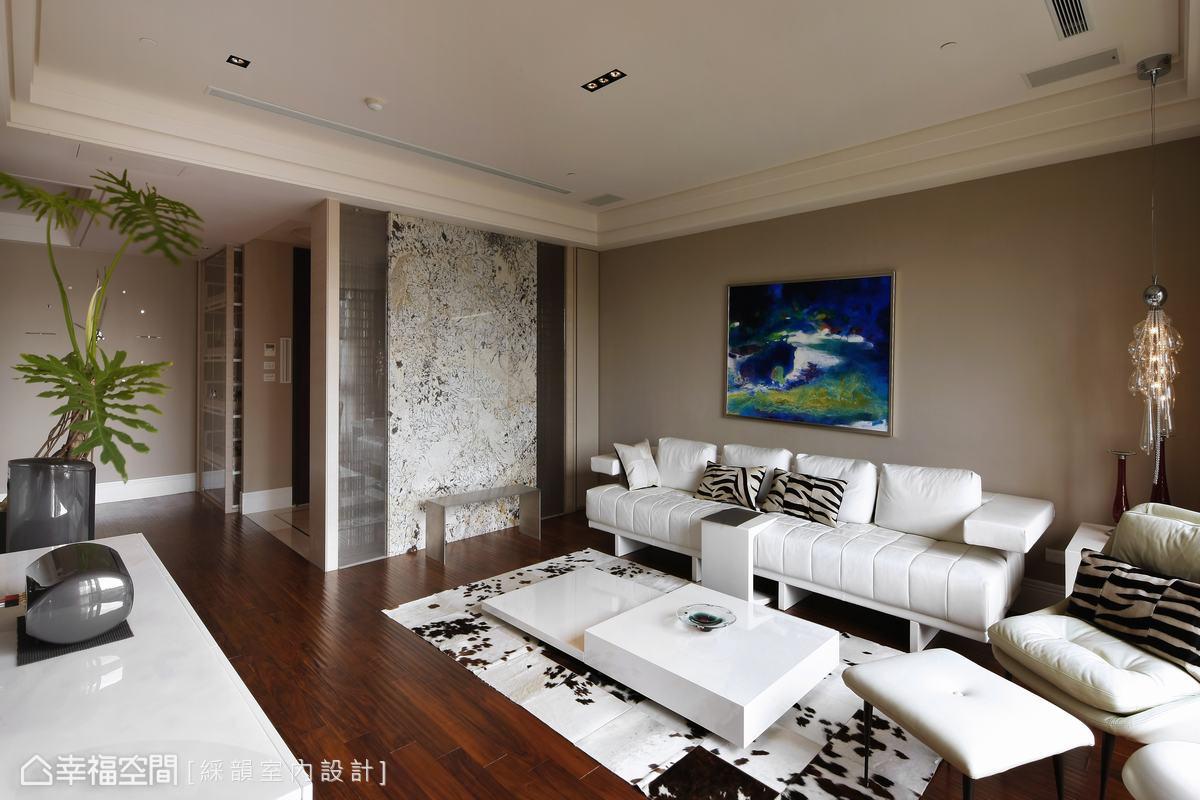 光糅合著米灰色介面的藝術氣質,溫潤人的心靈感受。