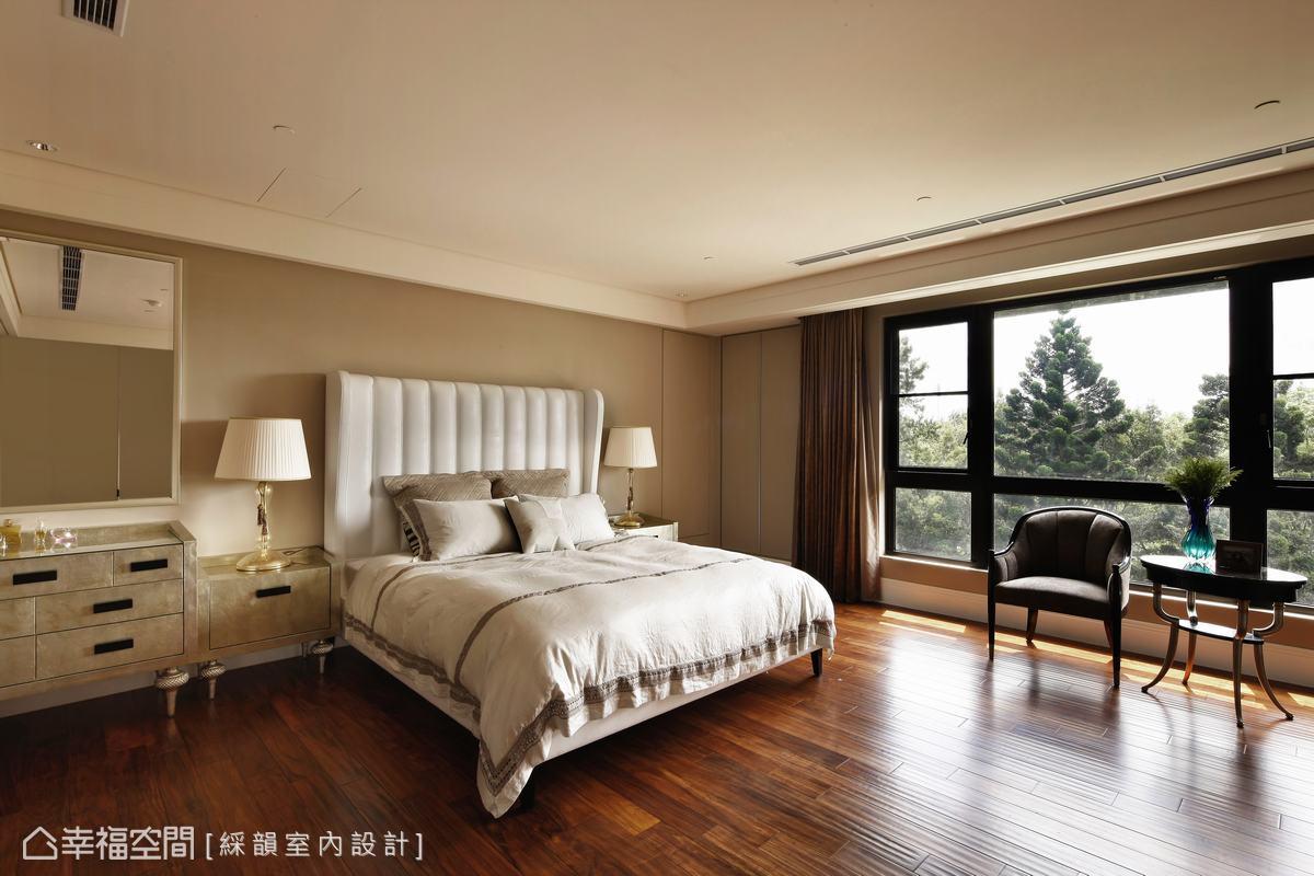房間延續了米灰色調的溫暖,柔和氣氛包圍睡眠時的情緒。