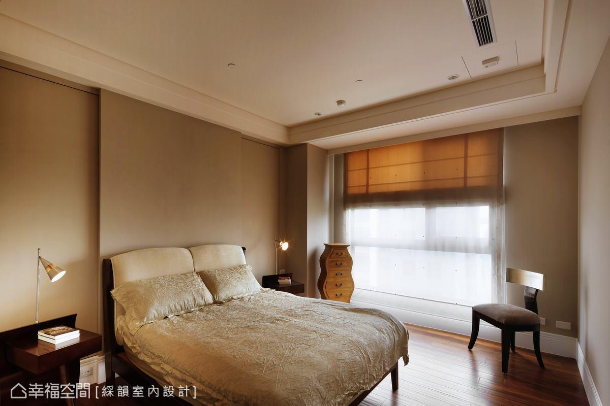 溫暖氣氛的客房,佈置相當別緻,床頭的簡單造型隱藏收納櫃,使留宿的朋友能有舒適的休息空間。