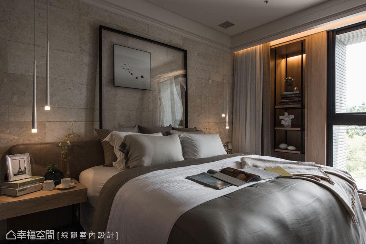 以帶有自然鑿刻紋理的石材為主牆,局部綴點鐵線、皮革與設計感燈具,巧妙得宜的比例規劃,自然溫潤中見品味質感。