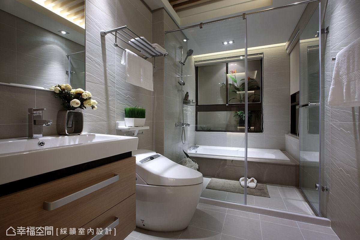 淺灰色調的衛浴,透過牆面的造型紋理增添視覺層次,乾溼分離的機能規劃,提供屋主舒適的盥浴空間。