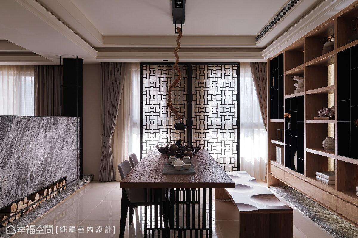 推開門扉,綵韻設計特別規劃一處兼作書房的品茗區,回應屋主的品味與興趣,作為沉澱心靈、家人互動的最佳場地。