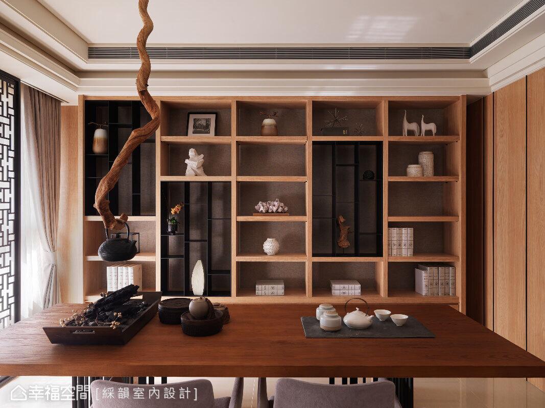 特意挑選的天然枯枝,是具東方自然之意的茶壺掛勾,更成為入門的獨特視覺端景。