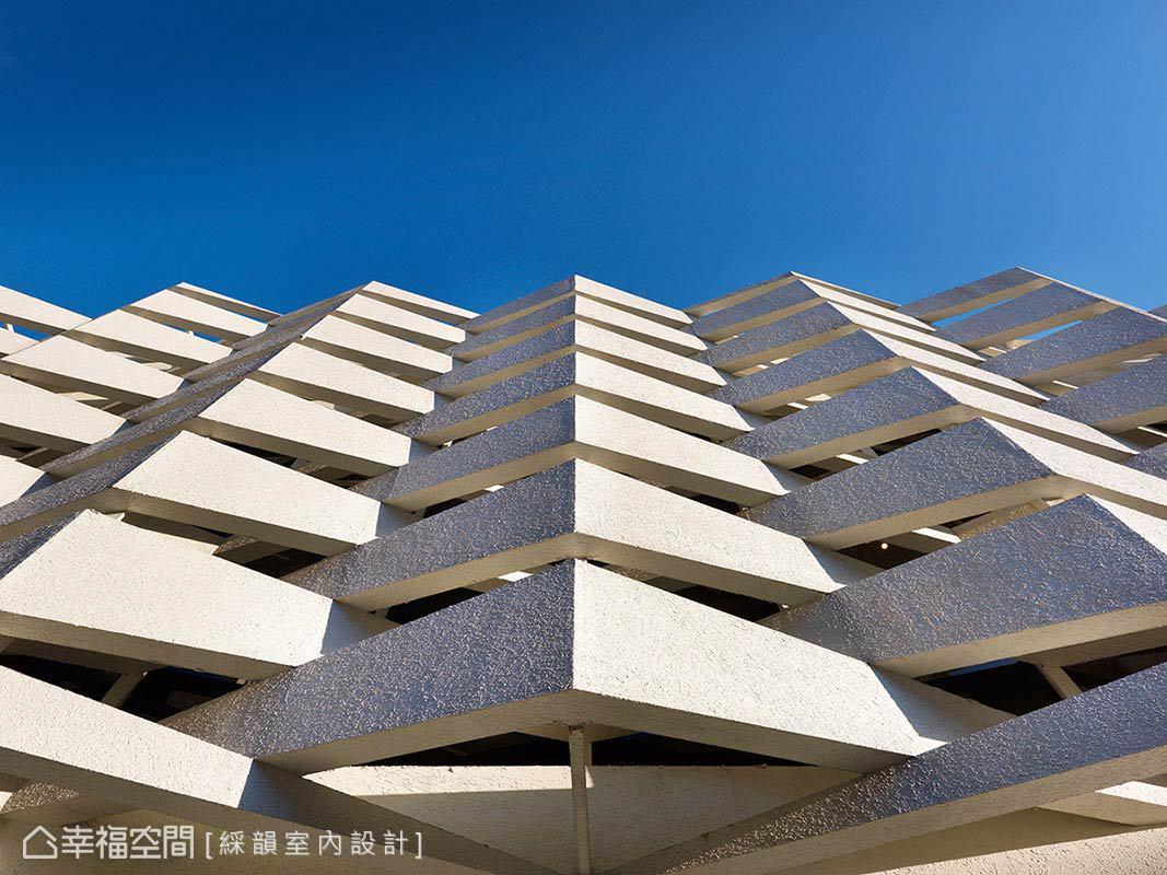 建築外圍的保護性結構,利用類布料材質的鋪述,柔化硬體的剛直線條。