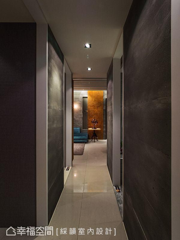 廊道同樣以灰色系做鋪陳,營造沉靜內斂的空間表情。