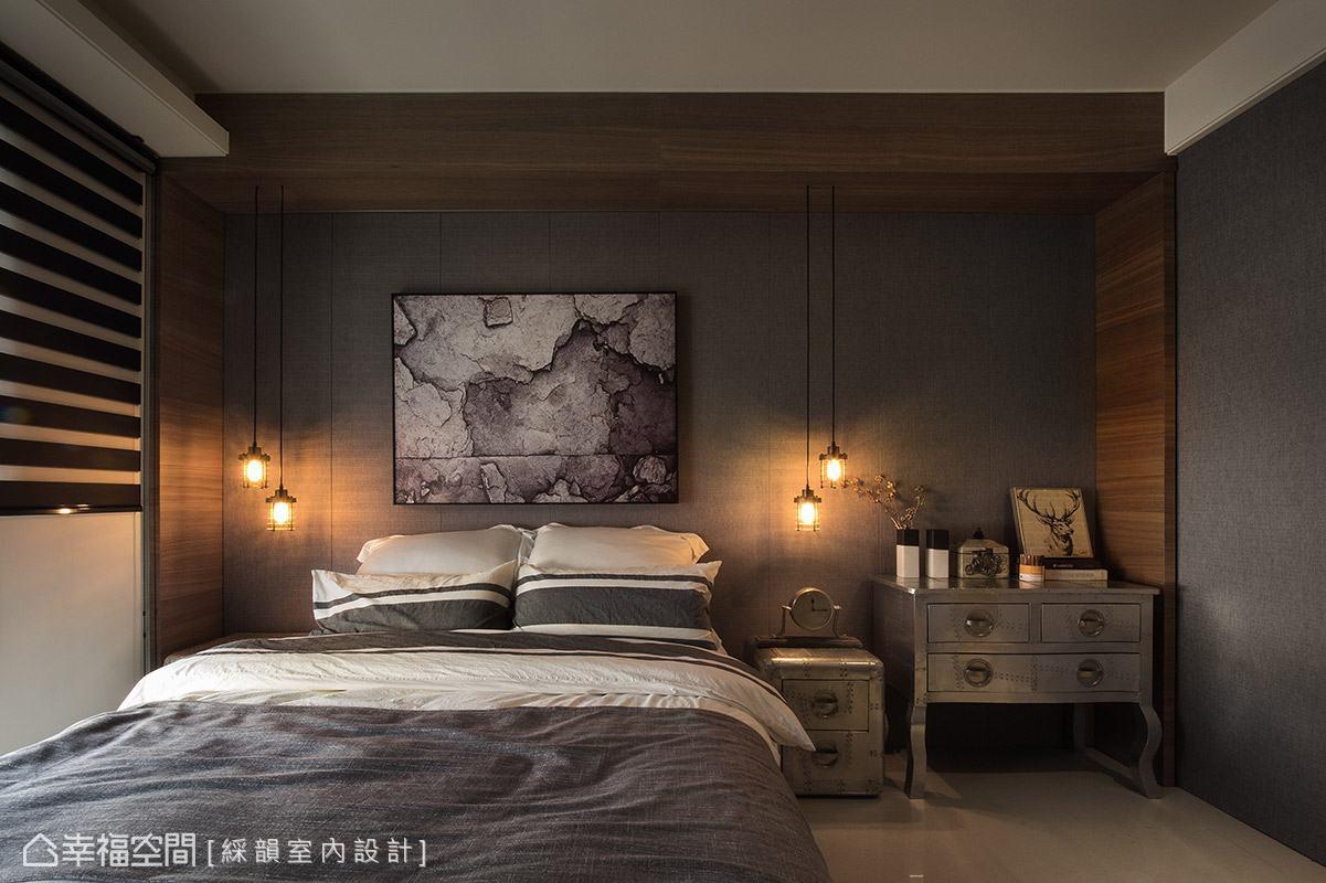 簡練的灰色調搭配木質元素,為臥室空間添色加溫,形塑溫暖舒適的情境。