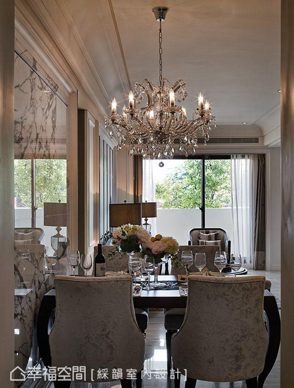 大面落地窗將戶外的採光、綠意引援入室,讓居家空間充滿自然生命氣息。