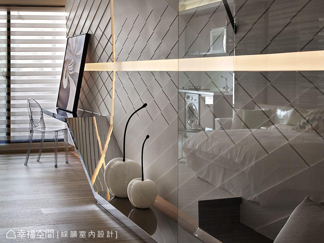藉由材質的反射效果,增添空間的視覺層次變化。