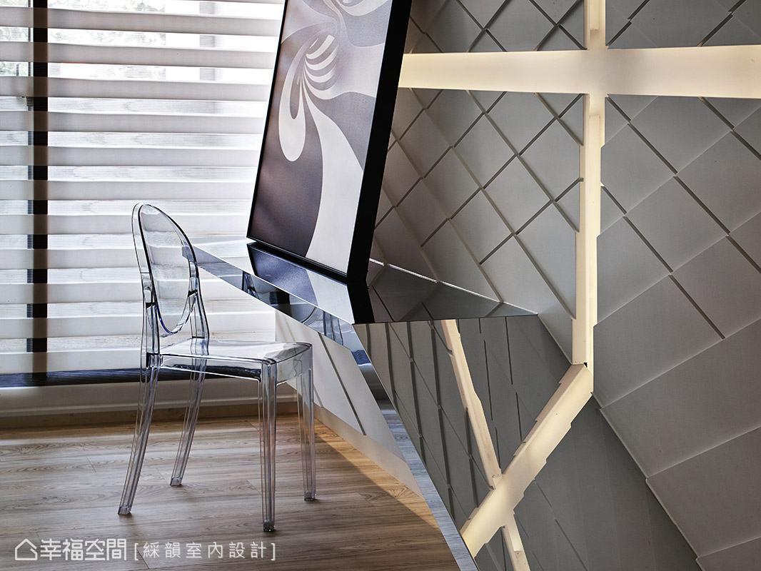 金屬感質材搭配透明的設計款座椅,展現俐落的現代質感。