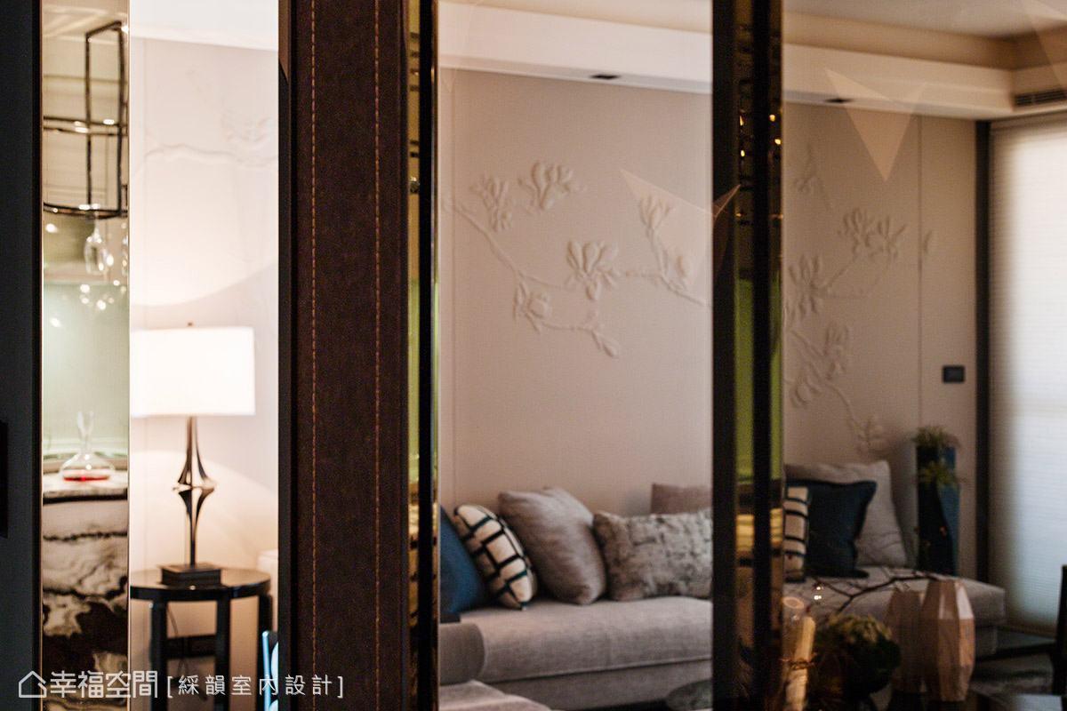 壁面轉角處透過皮革、車縫線和鏡面,創造出精品等級的細膩收邊,讓空間每一隅都能帶來驚喜。