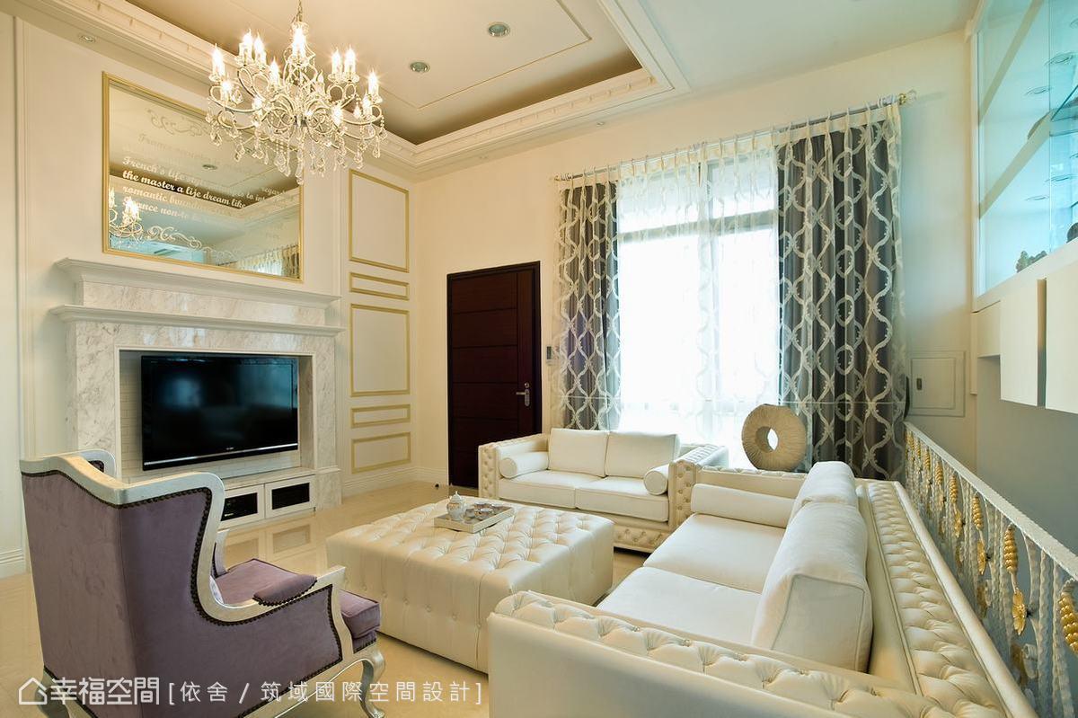 以現代美式古典為主軸的客廳,沒有過多繁贅的古典線板為裝飾,而以低調細膩的手法展現質感。