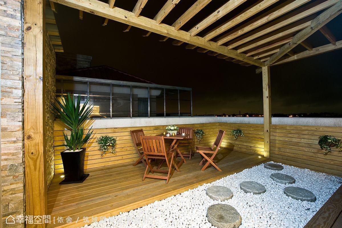 以板岩建材延續室內外一致的休閒情調,並以南方松、鵝卵石與格柵,搭配室外天花交織出休閒放鬆的氣息。