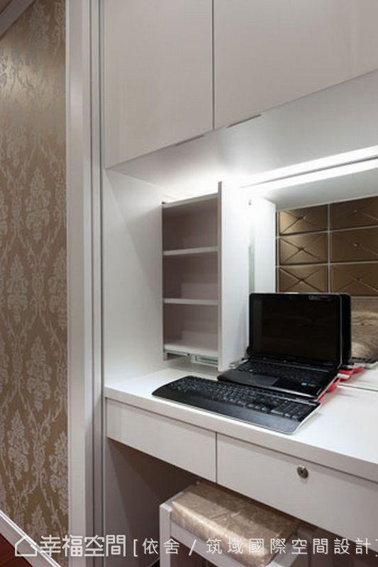 主臥化妝台利用門片將機能性可以彈性的運用,簡化了空間裡介面的關係,並巧妙利用空間設計暗抽拉收納櫃,提昇視覺上的通透感與私密性。