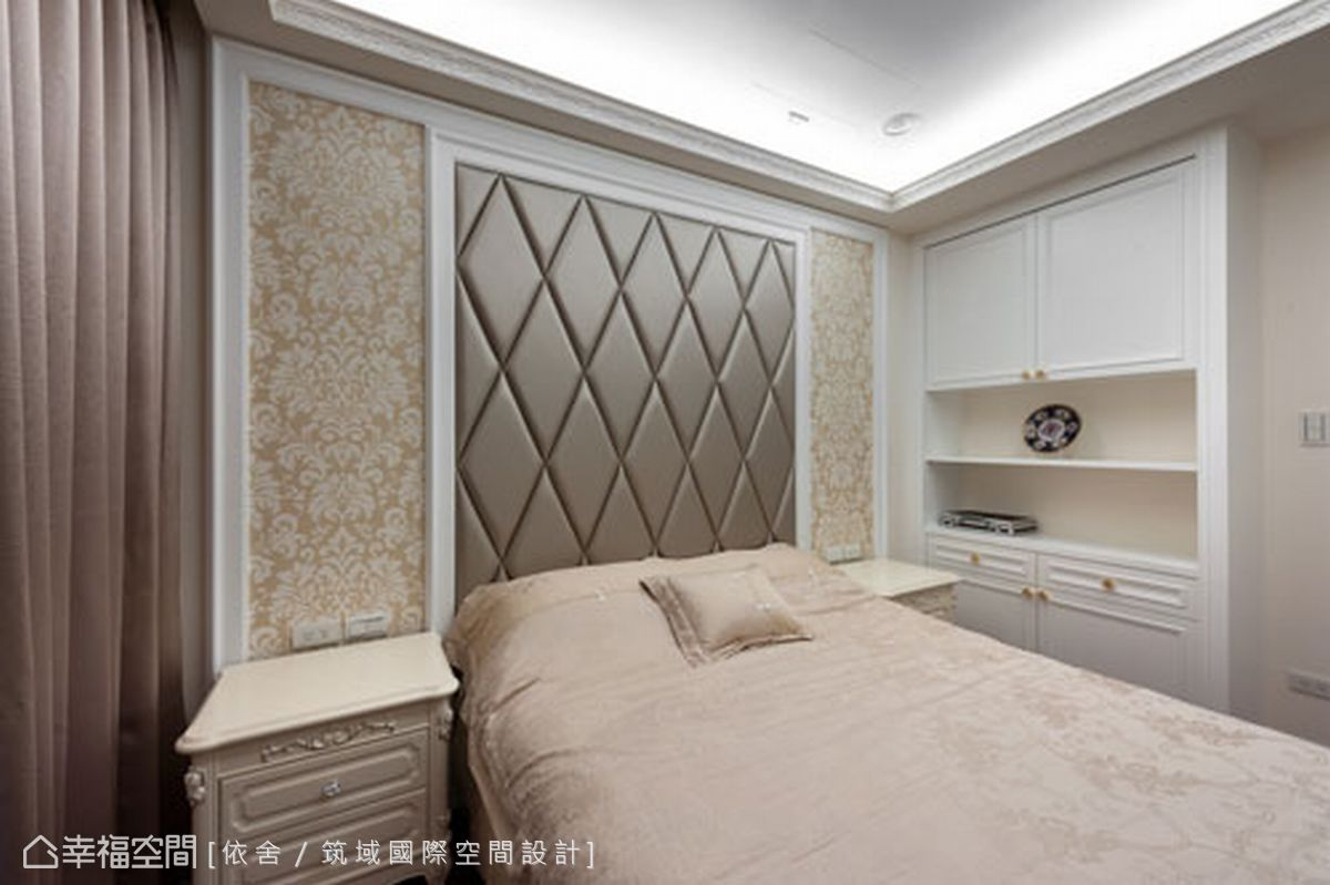 客房床頭牆