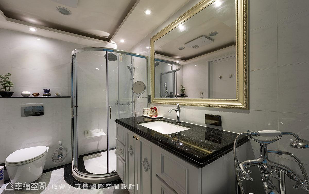 坪效挪用產生書房之際,亦加大了衛浴場域,給予女主人四件式配備的完整尺度。