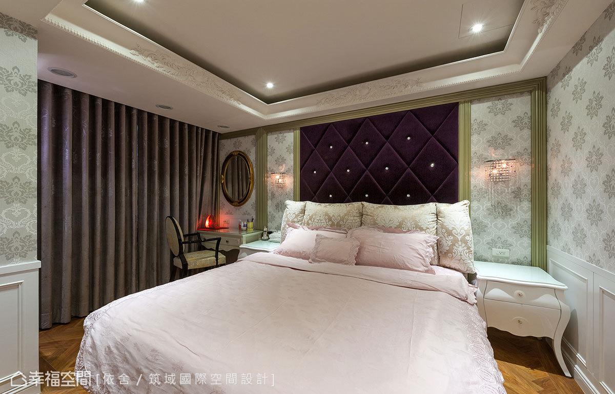 納入戶外陽臺場域,讓獨享的臥房內有了梳妝檯機能。