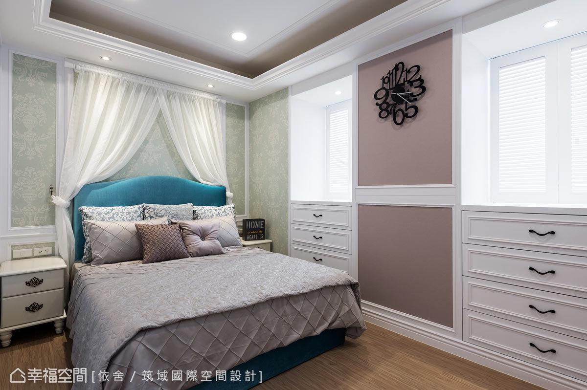 白色百葉與窗台下的斗櫃,注入美式清新況味,更巧妙地善用畸零空間。