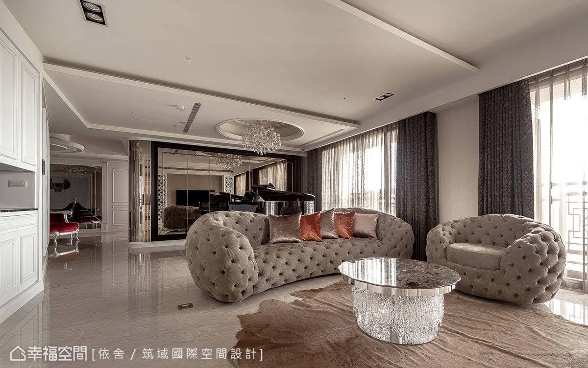 在家私的選擇上,可愛親切的圓弧拉扣沙發,為起居客廳帶入一絲輕快活潑的溫馨感,成為家庭成員間的交流重心。