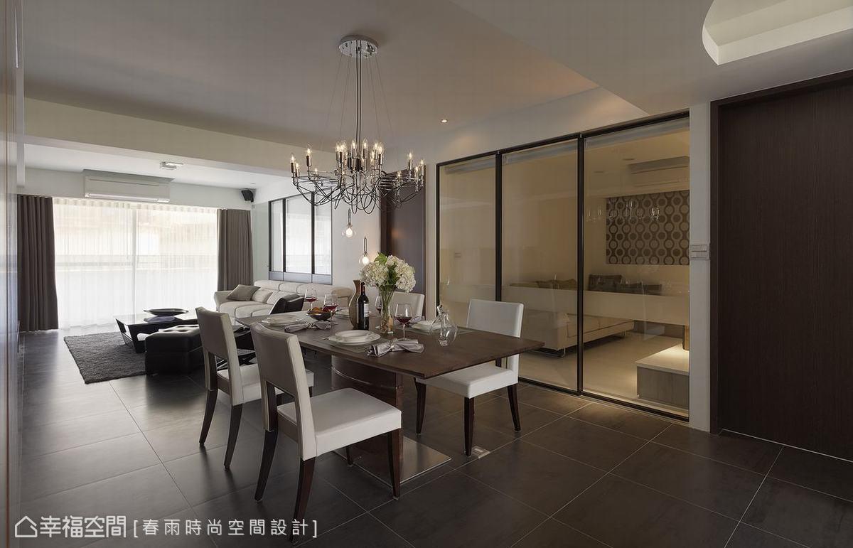 清玻璃隔間的設計,光的流動與情感的牽引更為綿密。