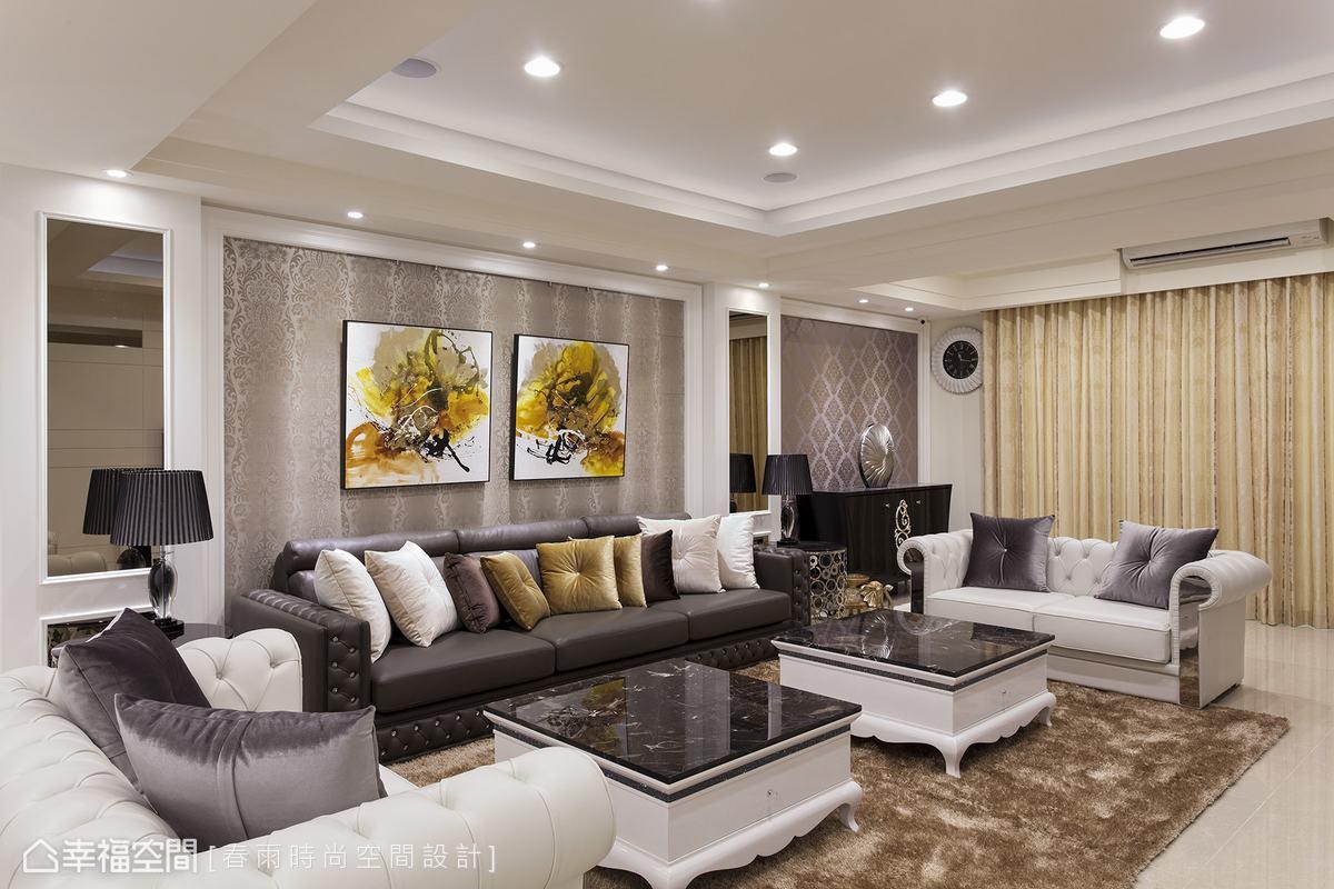 石材搭配烤漆的雙茶几,與水鑽拉釦新古典線條沙發,從傢俱軟裝烘托奢美馨韻。