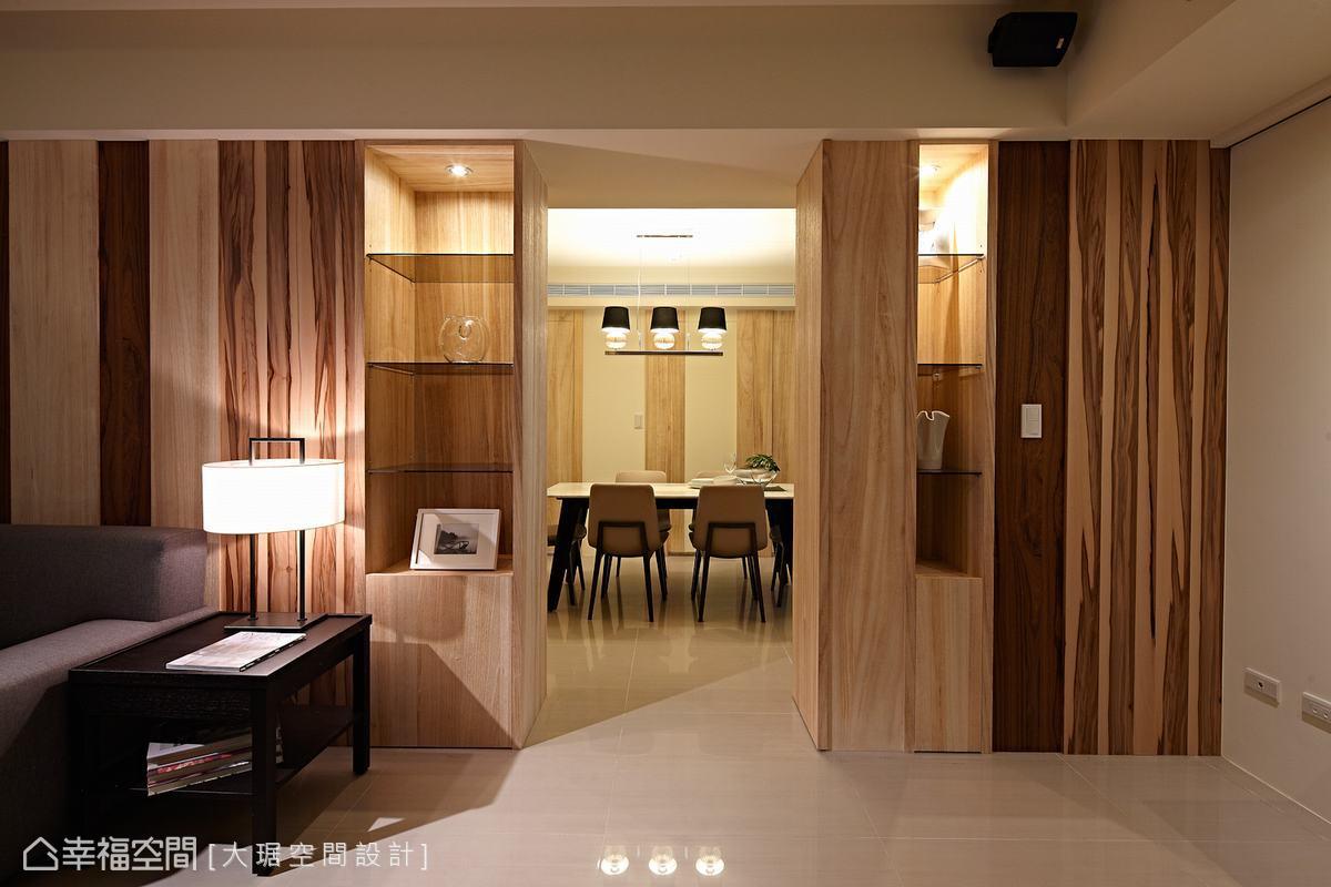 原格局中過短的沙發背牆,大琚設計也藉由木皮元素加以延伸,對應開門即見柱的修飾性設計。