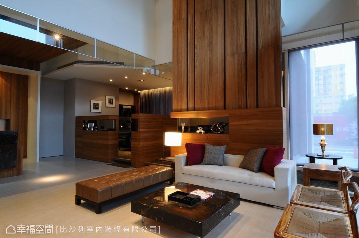 利用木質、布質、皮質三種不同風格的造型單椅,混搭出空間的魅力表情。