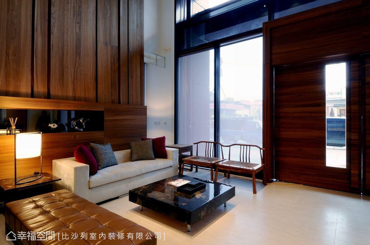 7米挑高格局搭配大面積的落地窗,引進最純淨的幸福溫度。
