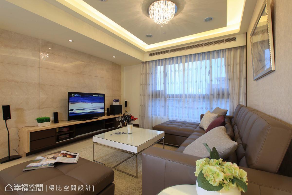 主牆大面積使用舊米黃大理石,俐落不失溫馨質感。