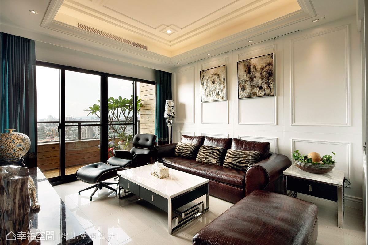 呼應牆面線板線條,天花處採回字形修飾美化。