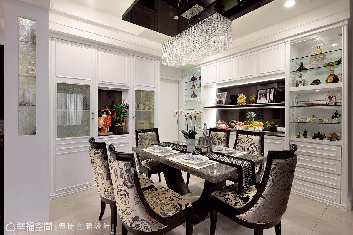 大理石造型餐桌與新古典造型餐椅,以鮮明風格表情突顯空間定義。
