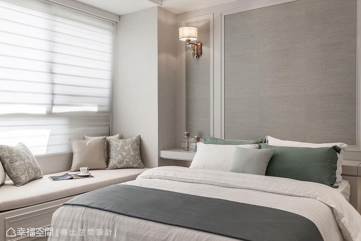 鋪貼進口壁紙與寢具顏色相呼應,搭配線板和壁燈裝飾,賦予柔和的新古典風情。