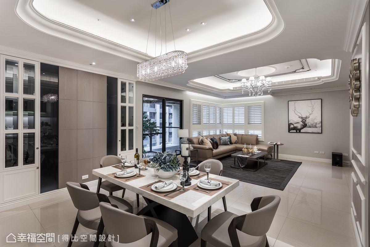 侯榮元設計師藉由格子窗展示櫃、灰玻及木皮創造虛實交織的視覺饗宴,創造空間多元層次。