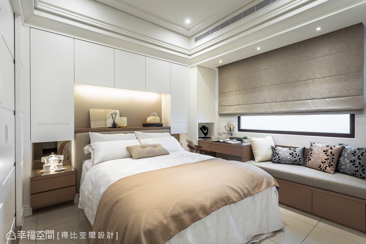 延伸天花高度爭取視覺寬闊感,運用床頭櫃包覆床頭壓樑的疑慮,並將床頭櫃串聯化妝台、臥榻,構築一體成形的美感。