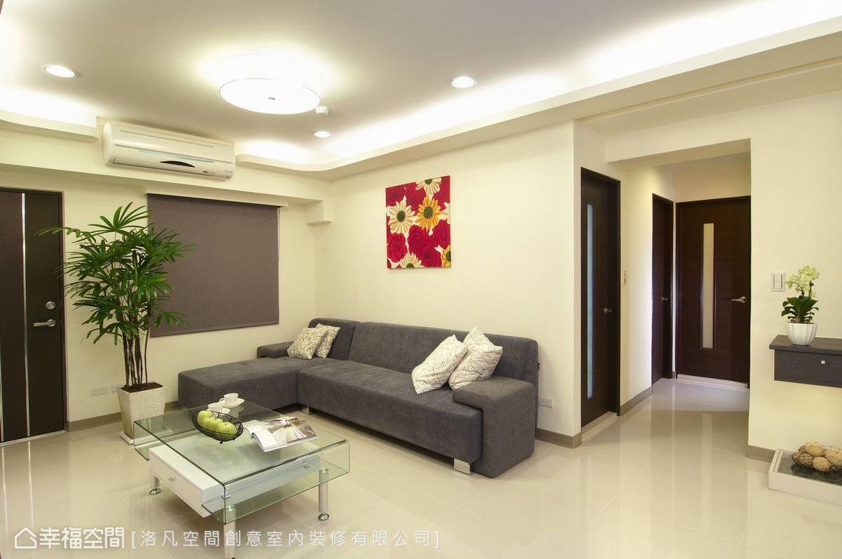 廊道底端的位置選定,讓電視主牆旁櫃體自然成為行進間端景。