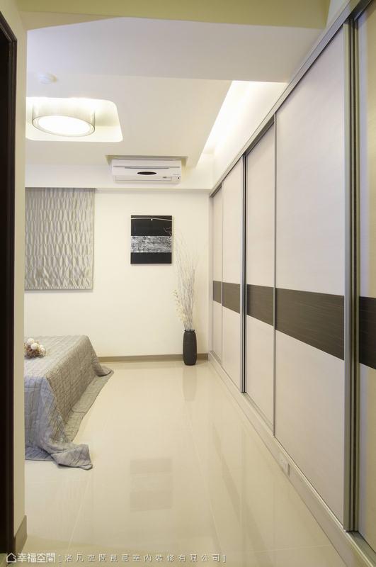 天花部分洛凡設計藉由圓弧拉高,減輕了睡眠區的壓迫。