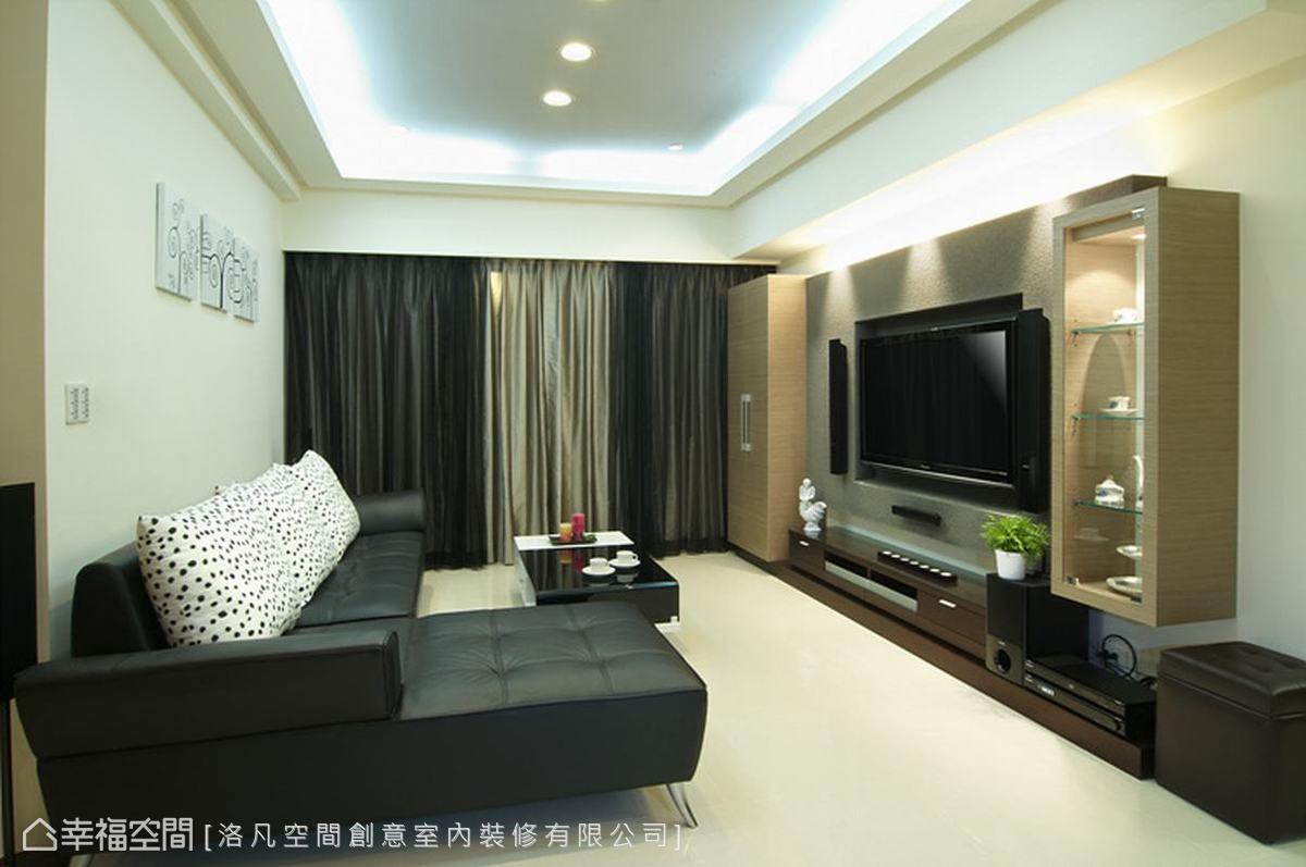 以精簡化的線條、建材詮釋出現代感,同時掌握白色背景與深色傢俱的平衡,賦予舊屋嶄新面貌。