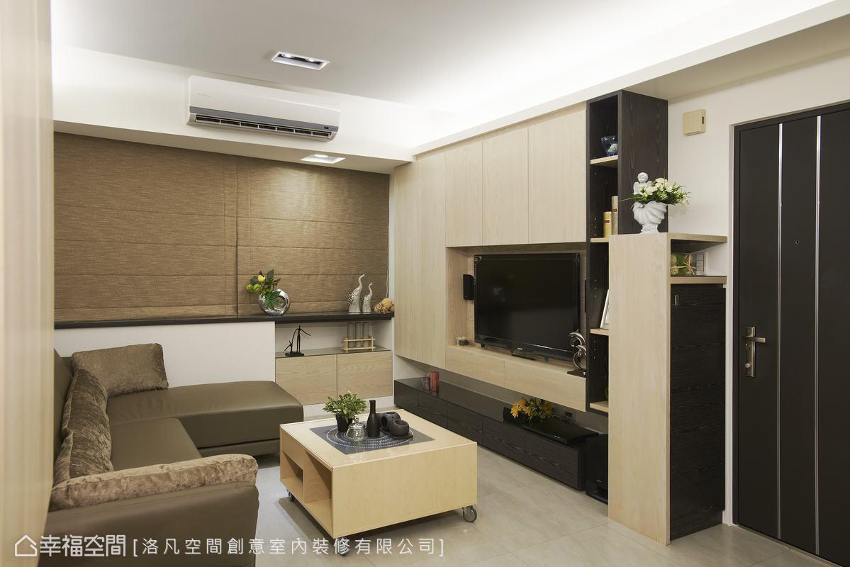 為修飾公寓格局先天的大斜面,洛凡設計將斜面拉平規劃,淺短處作為展示櫃,較深的地方則作為收納櫃,有效利用畸零空間,還原室內方正空間。