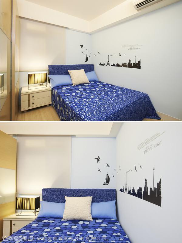 男孩房則是以清爽簡約設計,淡藍色的空間配上壁貼增貼空間活潑感。