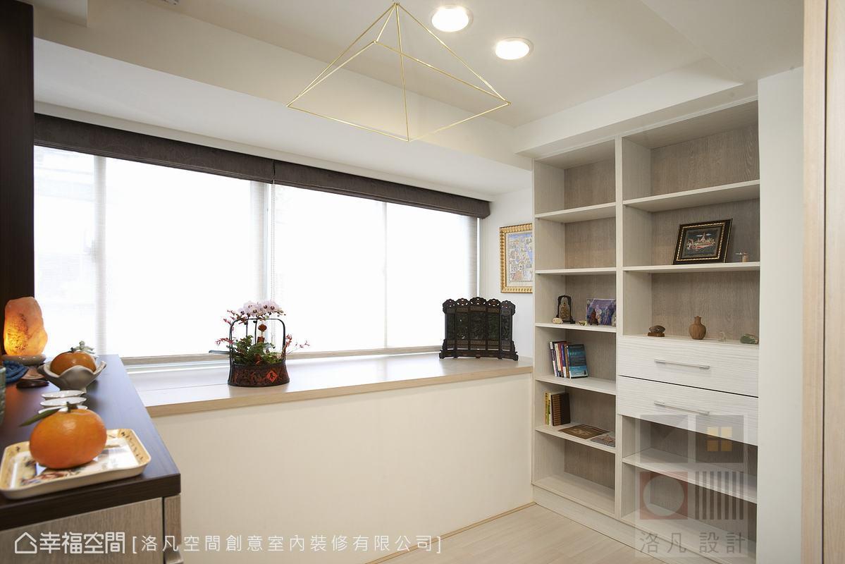明亮乾淨的佛堂空間,增加收納與展示功能,讓使用彈性更廣。