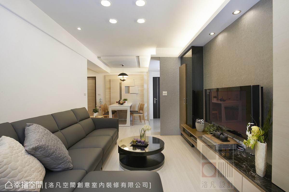 以淺色系為主,透過良好的設計規劃,一改老舊面貌,放大生活的舒適感。