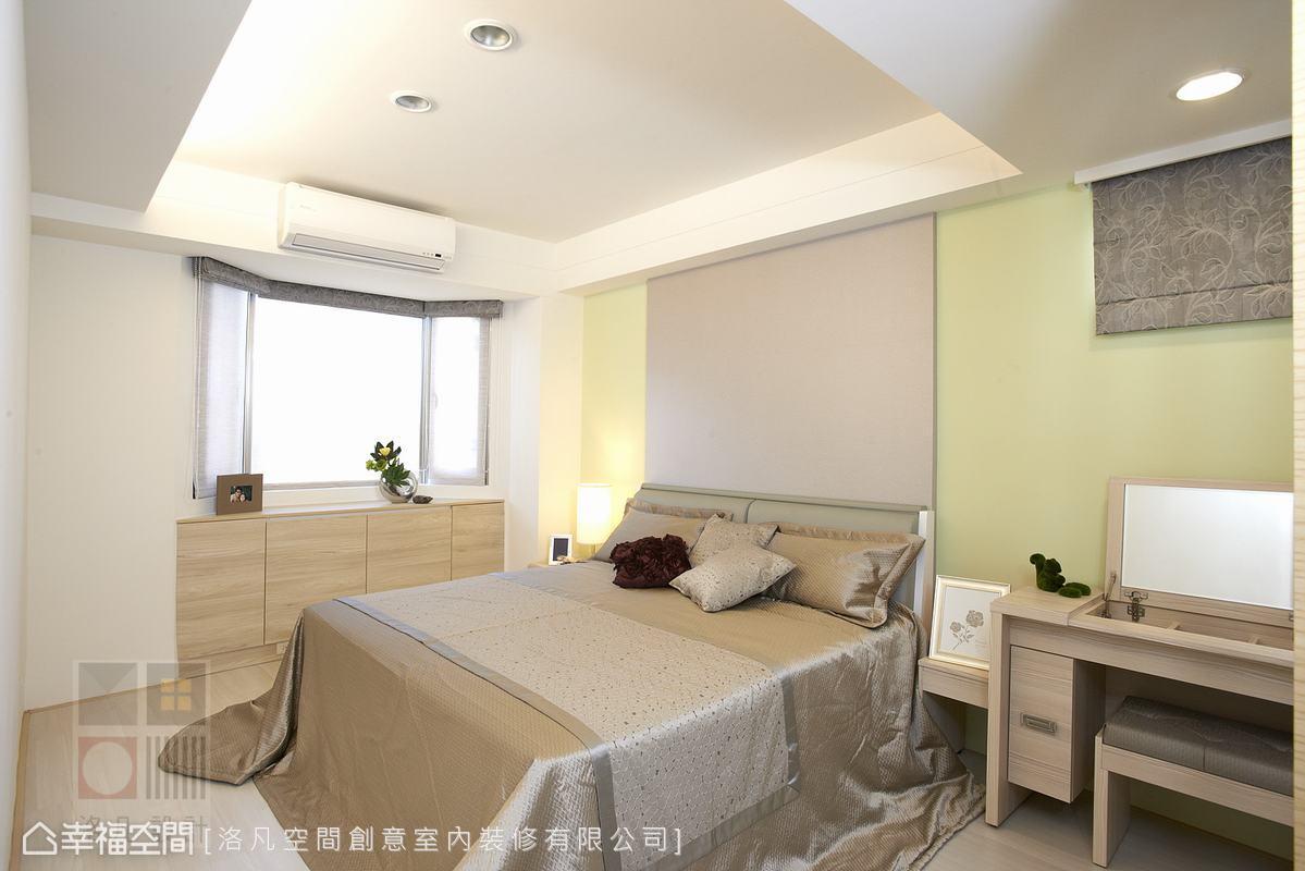 以淺綠色刷漆加上木紋表情,圍塑清爽安定的睡眠空間。