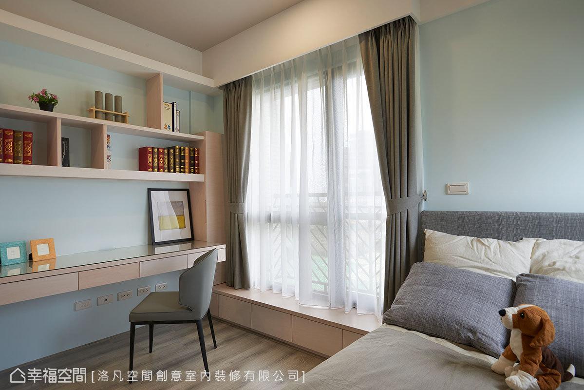 洛凡空間設計將機能合併,讓書桌、臥榻、收納等合而為一,大大提升空間使用坪效。