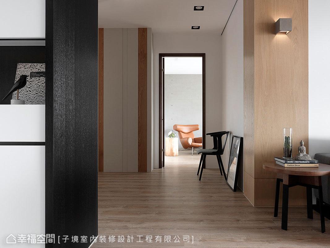 子境室內裝修設計工程有限公司以深淺不同的木紋,裝飾廊道的立面,創造自然樸質的意境。