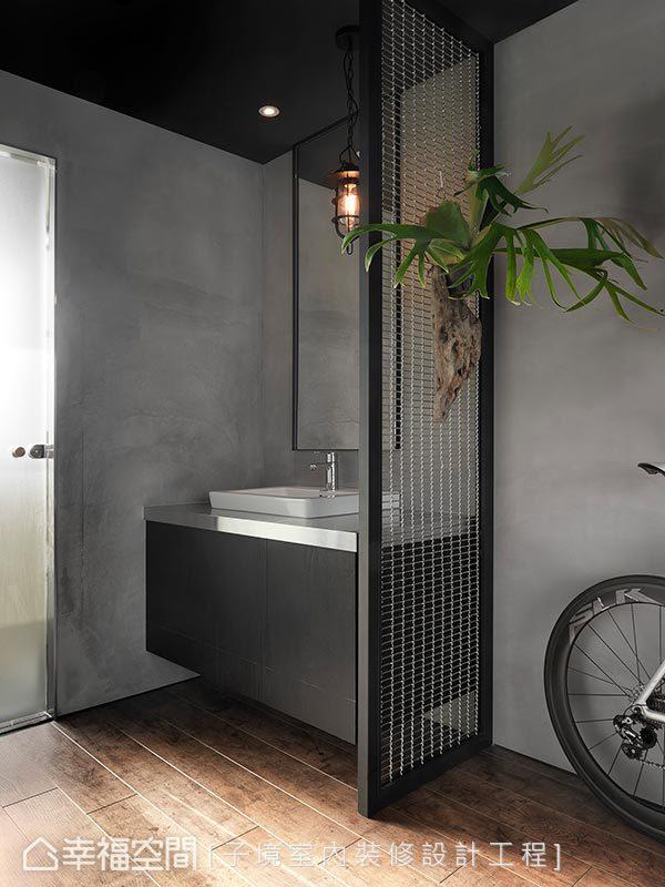 衛浴空間利用鐵件搭配鐵網及灰黑色系牆面,完美襯托4F工業風休憩室氛圍。