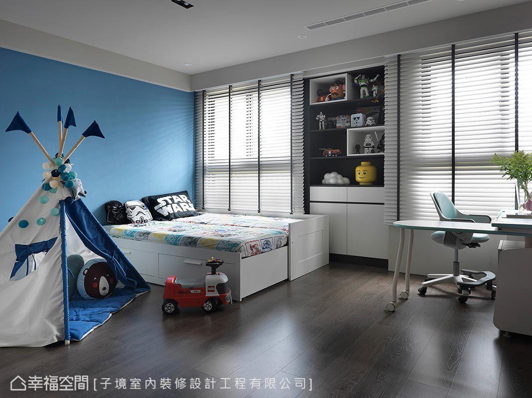 小孩房以簡約調性規劃,並利用水藍色漆面表現青春洋溢氣息。