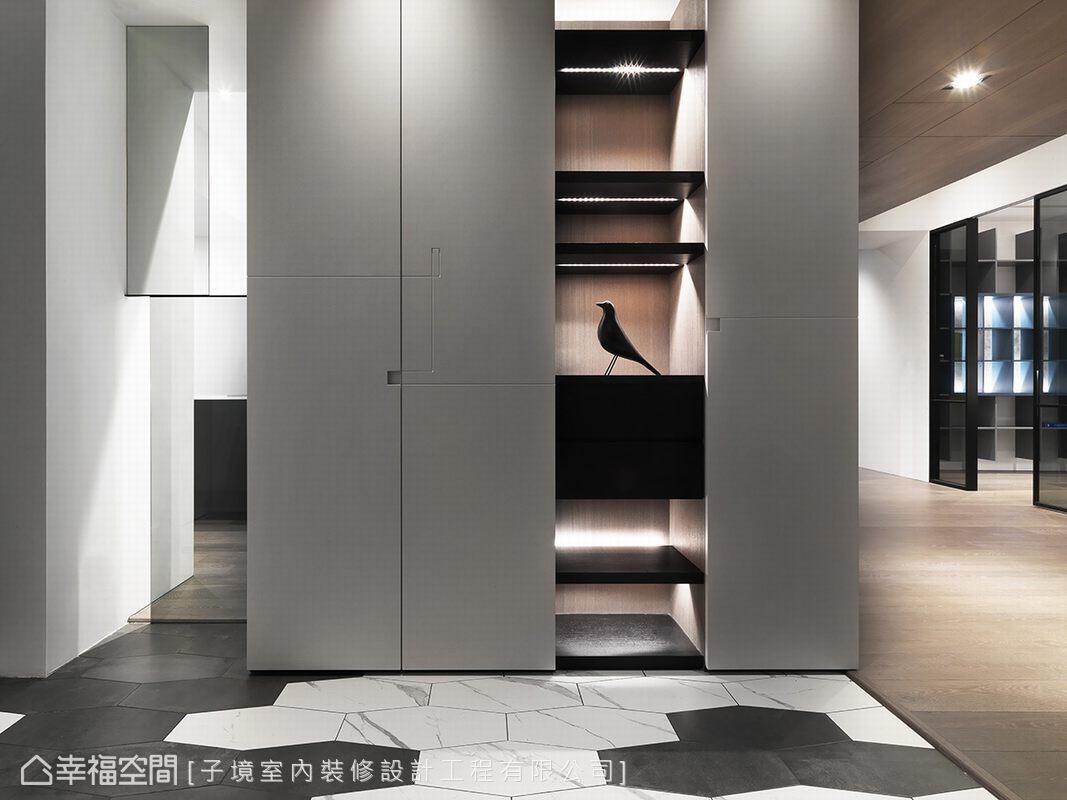 特別選用黑白兩色的六角磁磚,以錯落手法拼貼出現代個性化的入門印象。